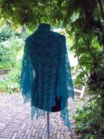 TE KOOP : (zie te koop pagina onder titelfoto) alpaca silk shawl.Driehoekmodel.