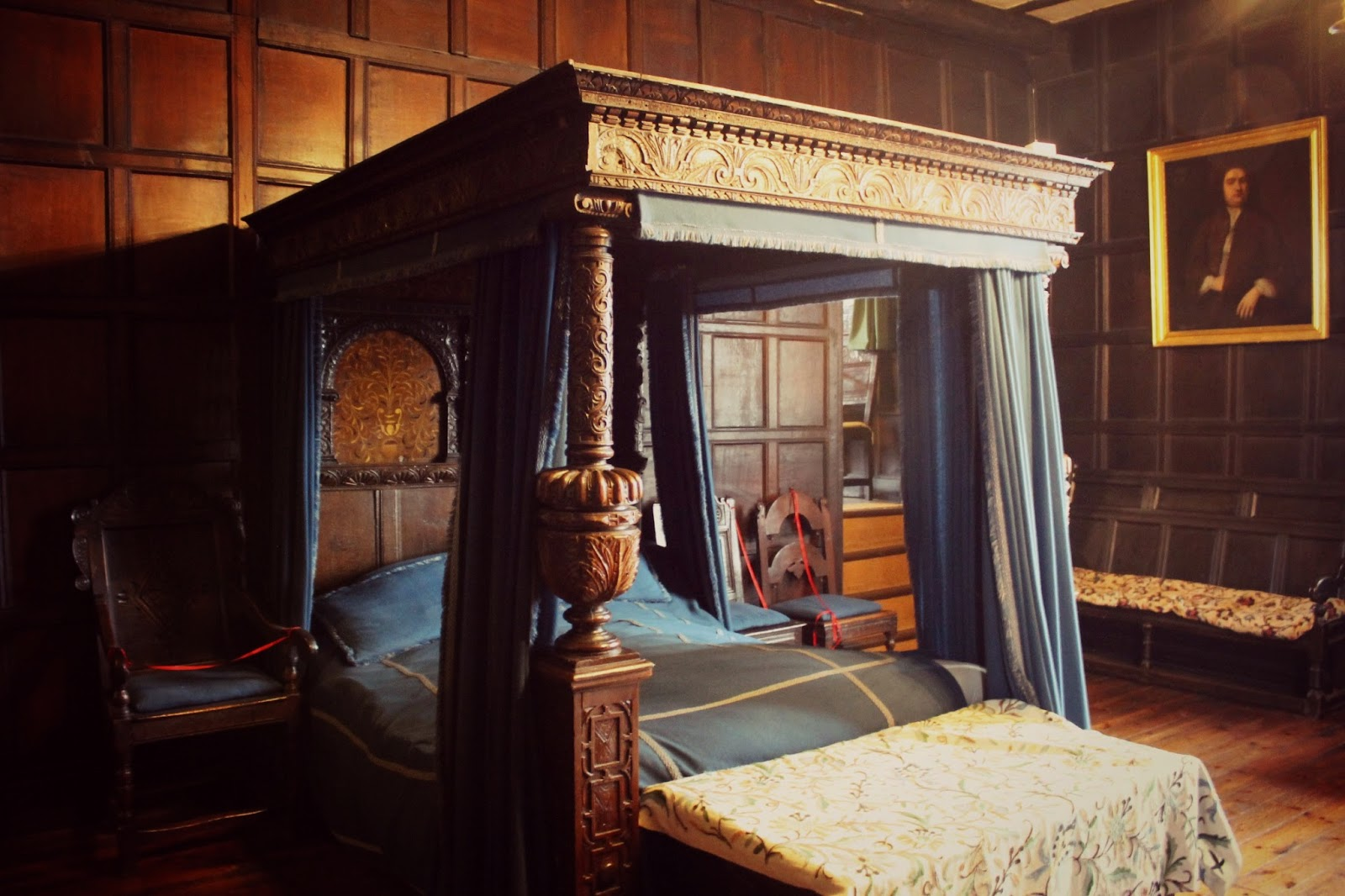 Oak Panelled room with four poster bed