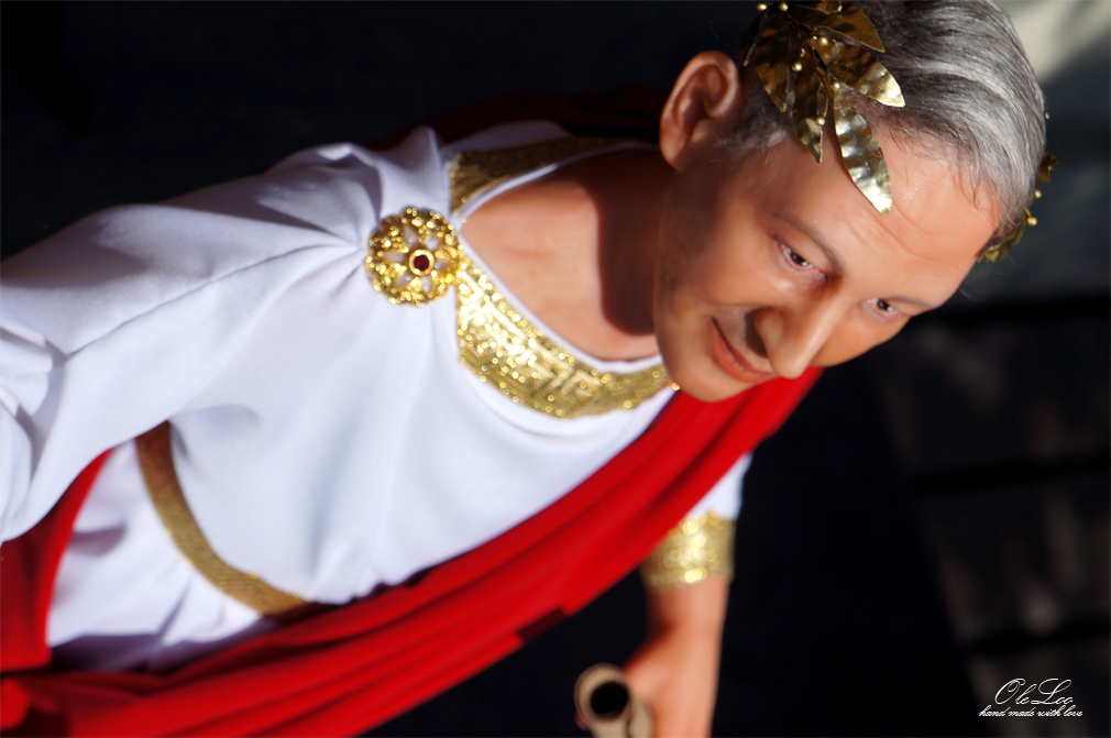 портретная кукла кукла по фото портретная кукла оксаны панченко бронзовая скульптура бутафория золотая рыбка портрет реализм символизм портретно скульптурная oleloo авторская студия oleloo костюм 19 в ручная работа hand made подарок на юбилей подарок на свадьбу эксклюзивный подарок на юбилей интерьерная кукла арт кукла портретная кукла по фотографии на юбилей работа андрея панченко костюм спаоги ручная работа сделано руками