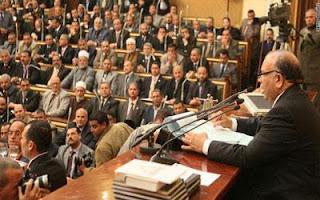 نائب مصري يطالب بالتحقيق في ألعاب تسب السيدة عائشة النائب طارق مرسي