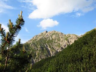 Blick auf die Kreuzspitze vom Neualpsattel aus