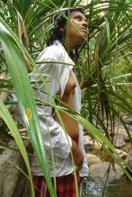 Cute Desi Girl Friend Topless Outdoor Pic