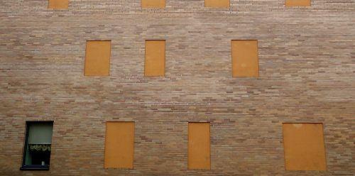 Der muger baltikum zeppelin in litauen for Fenster zumauern