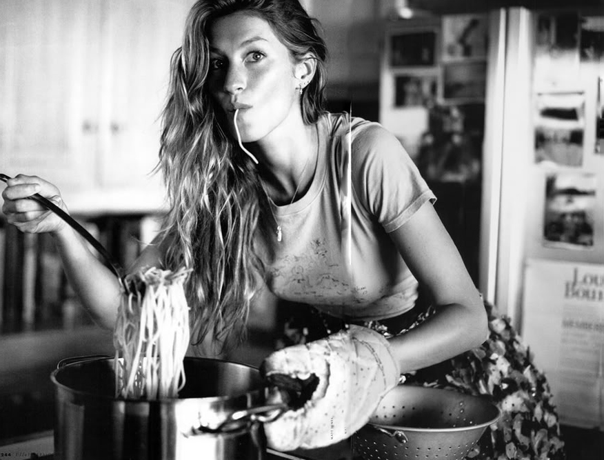 Gisele Bundchen photographed by Matt Jones for Elle February 2009 via fashioned by love