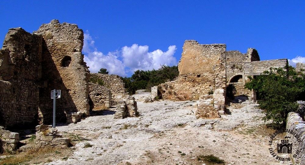 SAINT-SATURNIN-LES-APT (84) - Château-fort