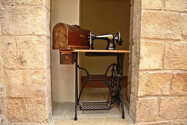 תוצאת תמונה עבור חייט ליד מכונת תפירה של פעם