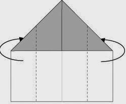 Bước 3: Gấp hai cạnh tờ giấy về phía sau.
