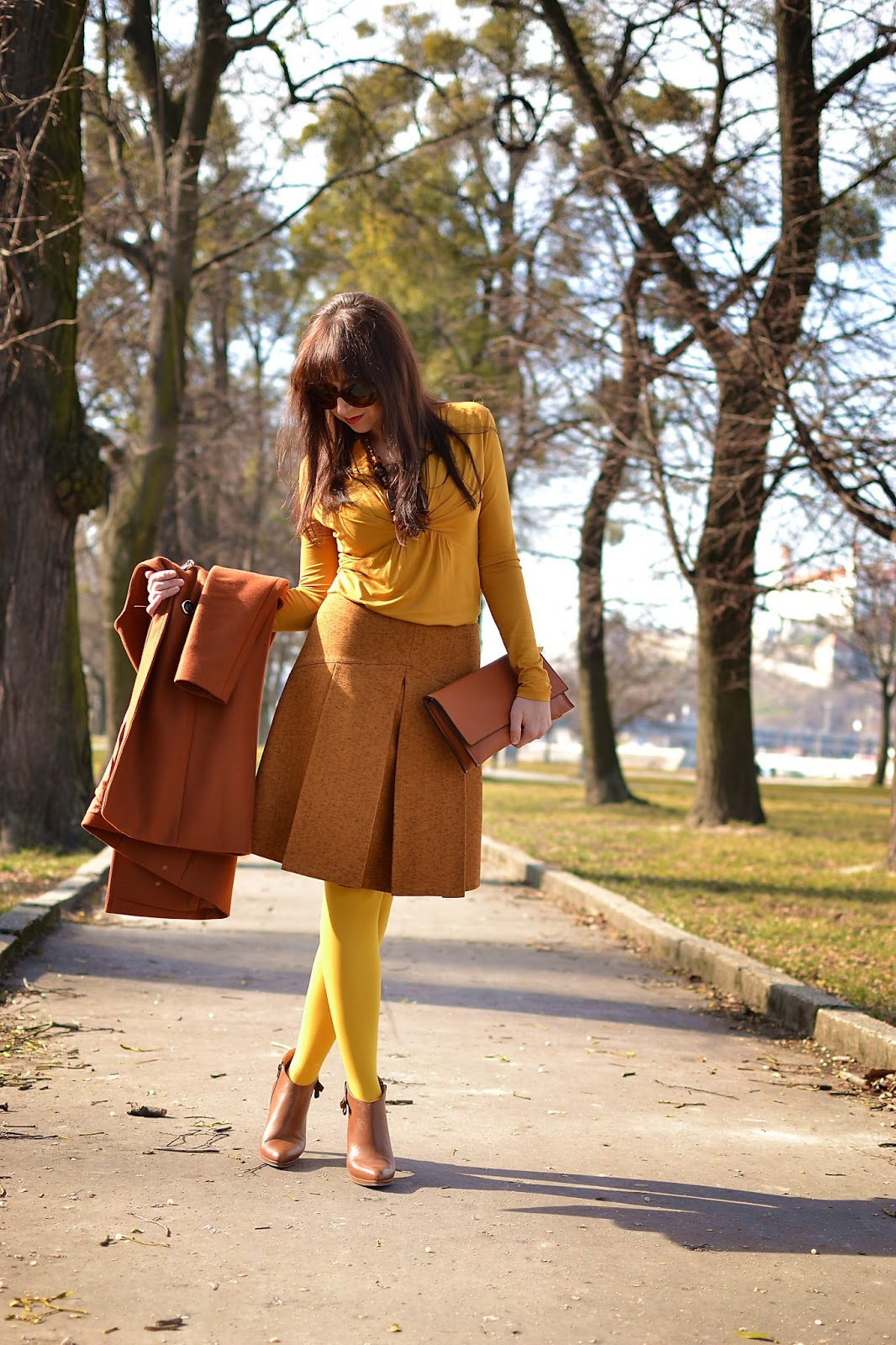 Založené 2014_Katharine-fashion is beautiful_Žlté pančuchy_Skladaná sukňa_Členkové čižmy_Katarína Jakubčová_Fashion blogger