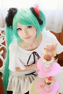 Vocaloid Hatsune Miku cosplay by Tachibana Sakura