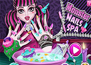 Draculaura Monster Nails Spa
