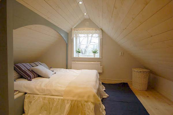Coolpics 10 coolest attic bedroom for Cool attic room ideas