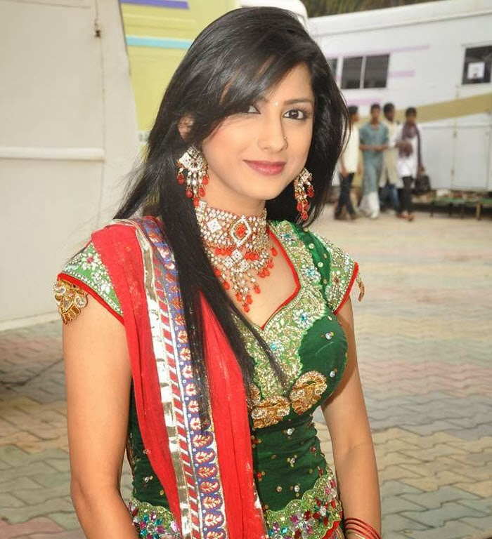 Rucha Hasabnis HD Wallpapers Free Download