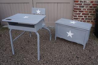 Bureau-écolier-ancien-patiné-gris-étoile-blanche-nord
