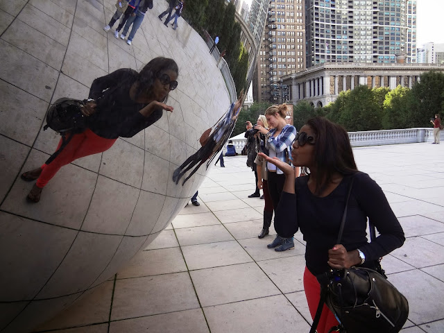 Glamorousgia taking a selfie blowing a kiss at Cloud Gate in Chicago.