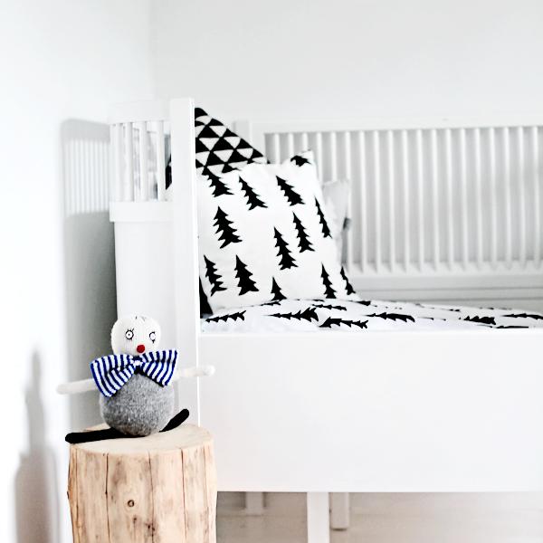 3 DIYs: Black and White Pillows - 3 Tutoriales para hacer o decorar cojines en blanco y negro