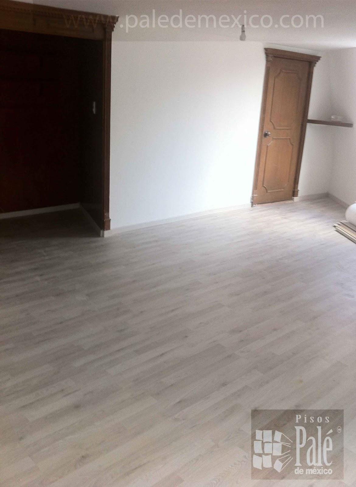 y el nuevo piso laminado es de color gris On piso laminado gris
