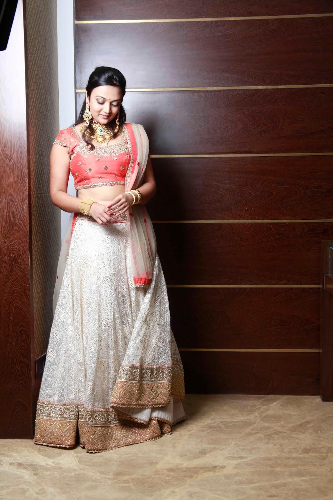 bridal gold jewelry, bridal lehenga, designer lehengas online, indian bride, anisha sheetys couture, bollywood celebrity designer, designer wear online