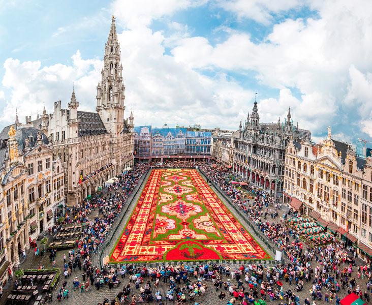 Una gigantesca alfombra en Bruselas hecho de 750.000 begonias