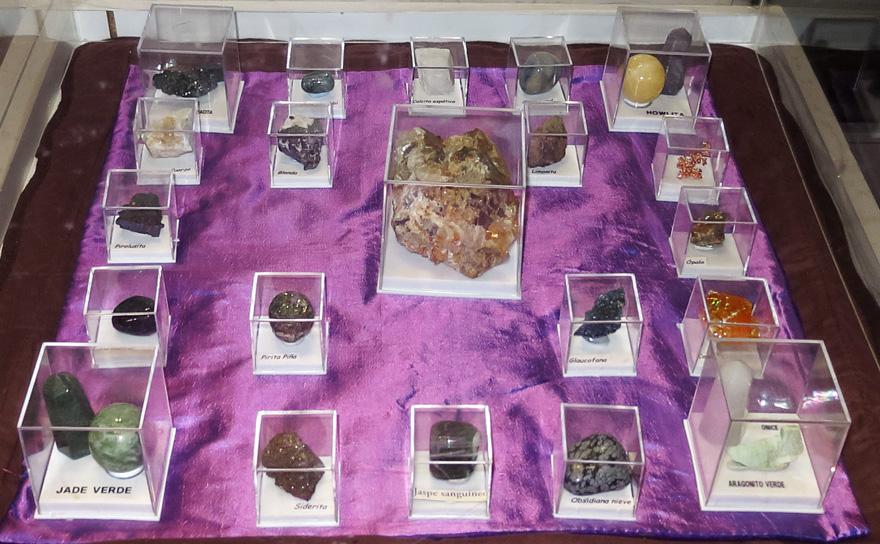 Exposición de minerales y rocas en el IES La Ería de Oviedo