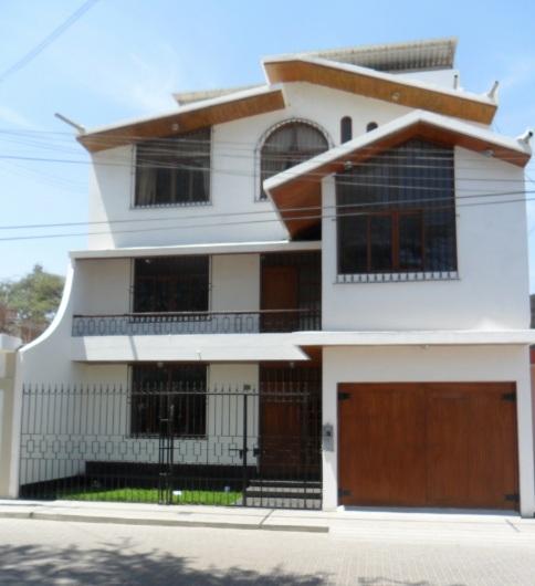 Fachadas y casas fachadas de casas de 3 pisos for Modelo de casa segundo piso