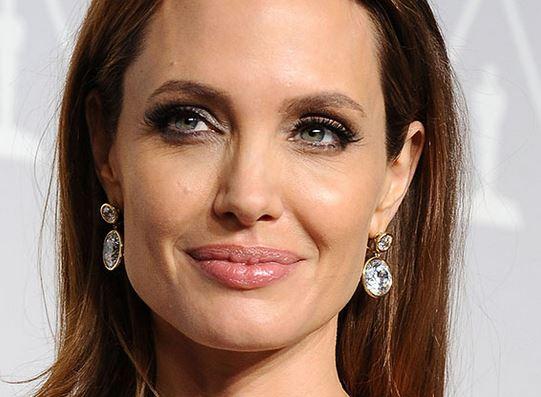 Lei Angelina Jolie garante exame em mulheres com câncer na família