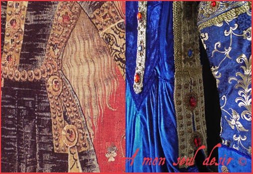 Robe médiévale en velours bleu et pierreries de la tapisserie de la Dame à la Licorne / Medieval blue velvet Dress with jewellery stones from the Lady and the Unicorn tapestry