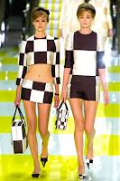 Ултра къси минижупи на черно-бели квадрати от Louis Vuitton