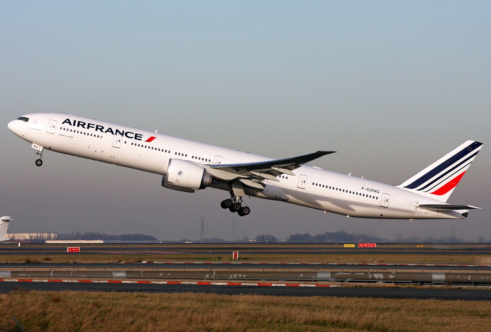 Great Boeing 777 300ER Of Air France Takeoff Aircraft Wallpaper 3326