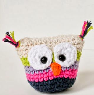 http://translate.googleusercontent.com/translate_c?depth=1&hl=es&rurl=translate.google.es&sl=en&tl=es&u=http://www.1dogwoof.com/2013/08/crochet-owl-pouch-with-pattern.html&usg=ALkJrhgC1Dtx5S1oP7xAolb1mOwIspA3zw