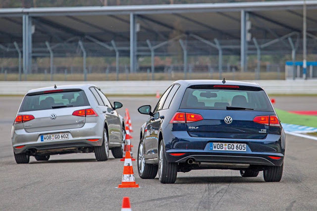 VW Golf multilink (prata) x VW Golf eixo de torção (azul)