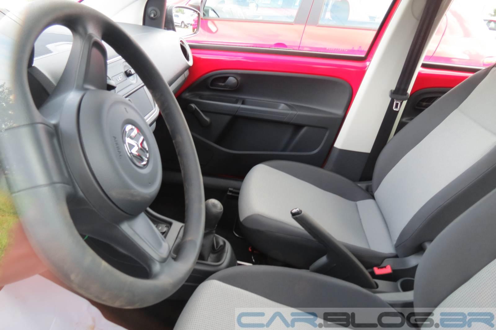 Volkswagen Up! x Fiat Uno Vivace - interior