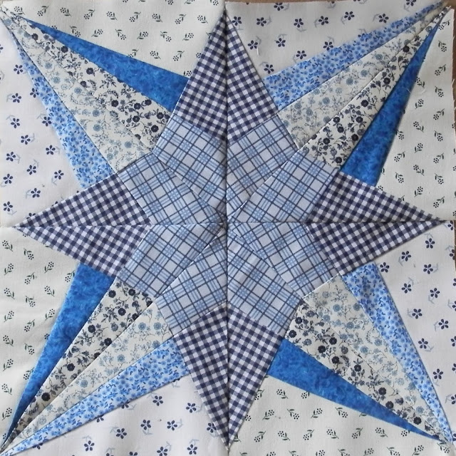 Spotlight Star from the Lucky Star Quilt being made by Brodeuse Bressane