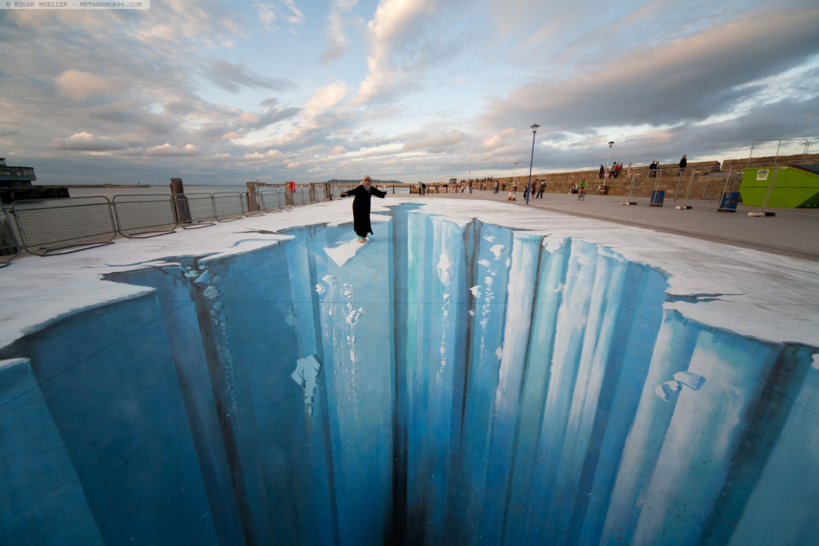 12-The-Crevasse-Edgar-Mueller-metanamorph-Enormous-Street-Art-Drawings-and-Paintings-www-designstack-co