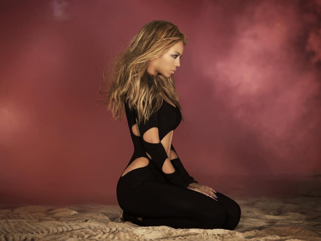 Beyonce Knowles Side Pose