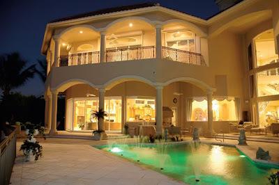 Traumhaus mit pool  Traumhäuser & Luxus-Immobilien: Traumhaus: Luxusvilla mit Pool