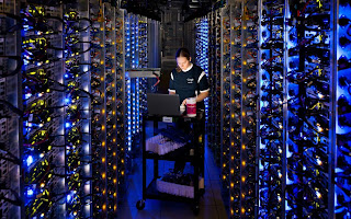 SERVER-IN-GOOGLE-CENTER-IN-THE-WORLD-HOW-THE-SERVER-LOOKS