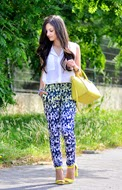 http://www.petitsweetcouture.com/2013/07/daisy-pants.html