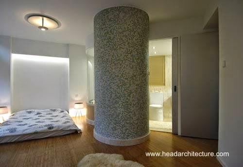 Dormitorio con baño original en un apartamento de Hong Kong