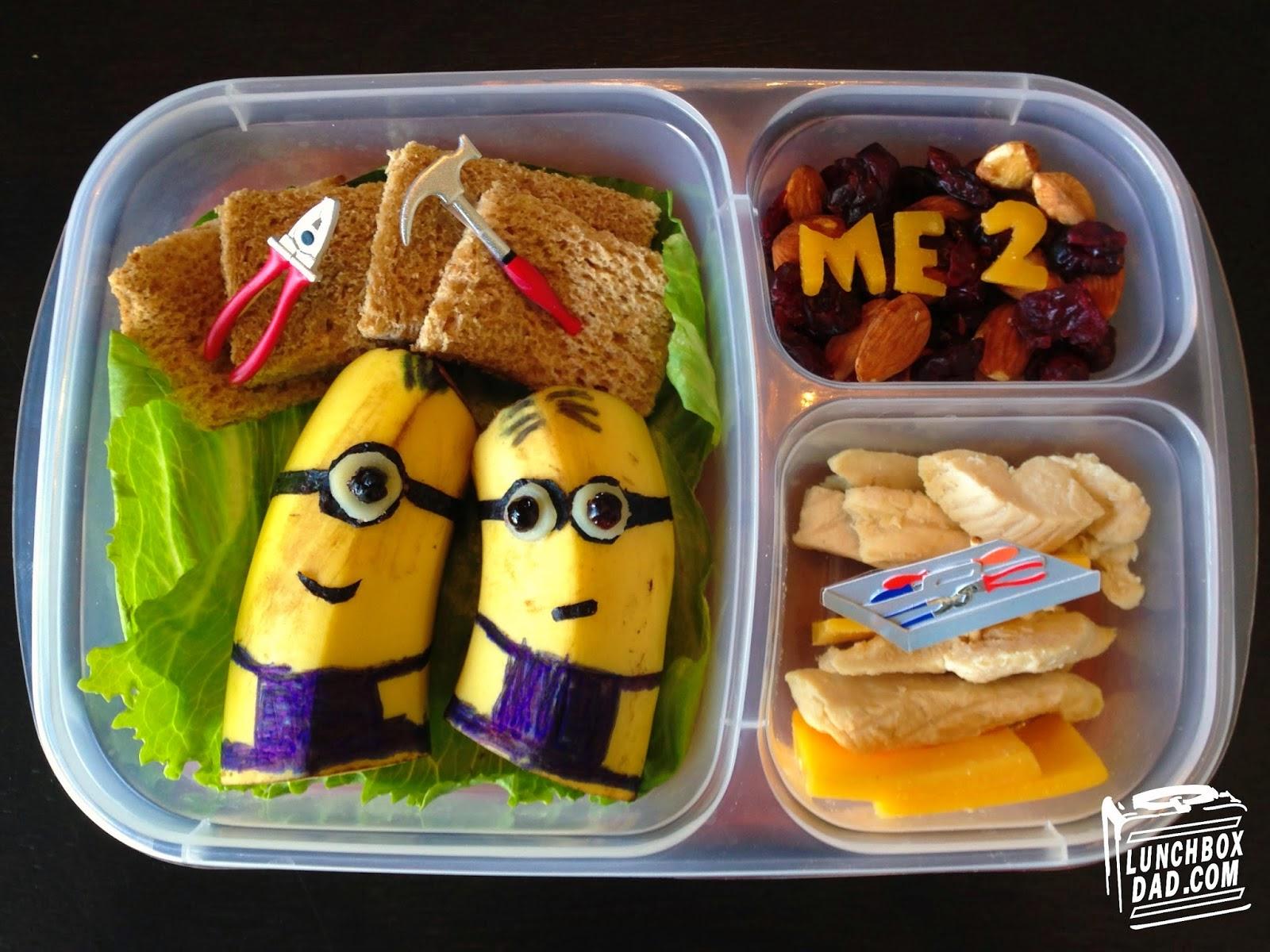Un papa prépare une Lunch Box Minions