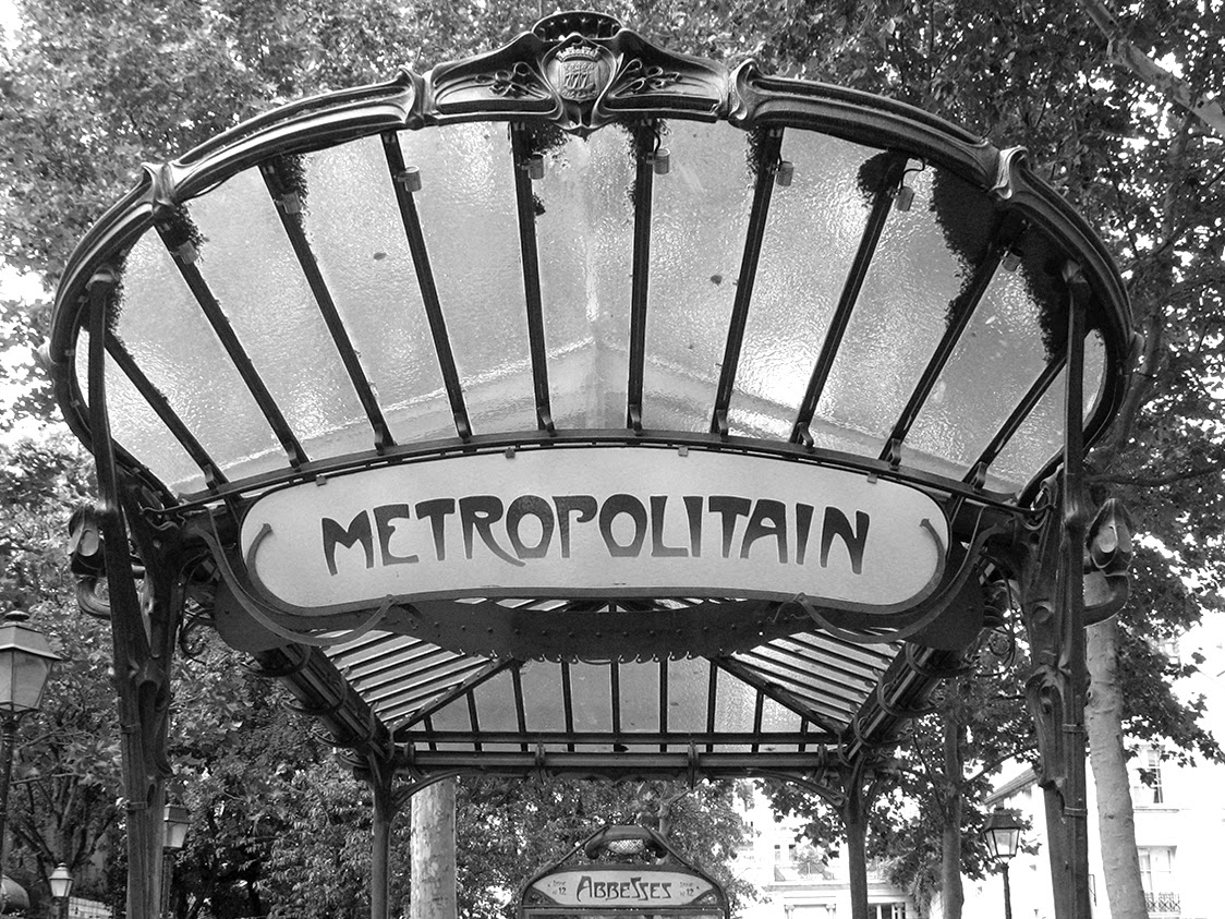subway entrance Paris