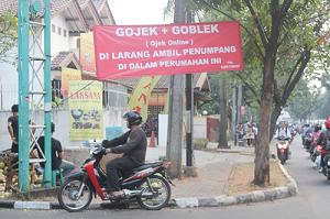 Gojek Terlibat Gesekan dengan Ojek Pangkalan di taman Bintaro Centre tangsel