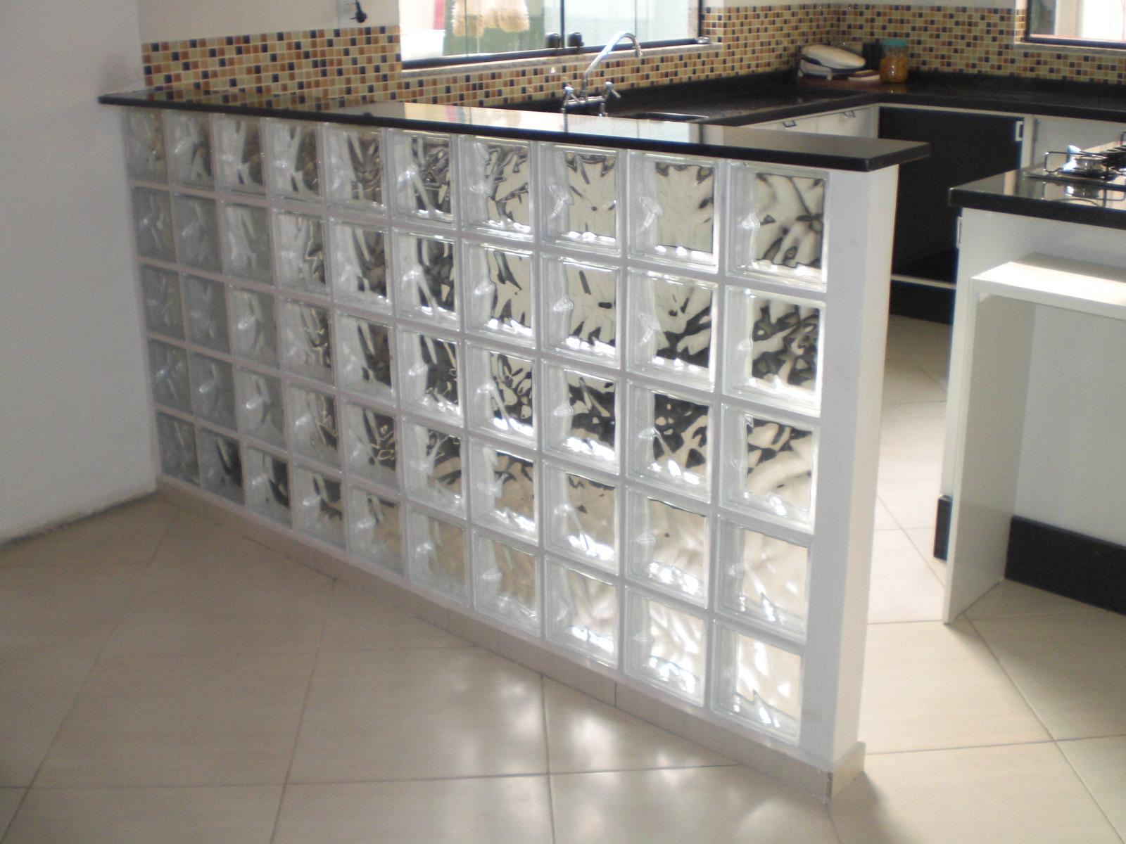 Construindo Minha Casa Clean 20 Ambientes com Tijolos de Vidro na Decoração  -> Pia De Banheiro Feita Com Tijolo De Vidro