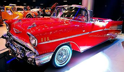 Mobil Klasik Chevrolet Merah