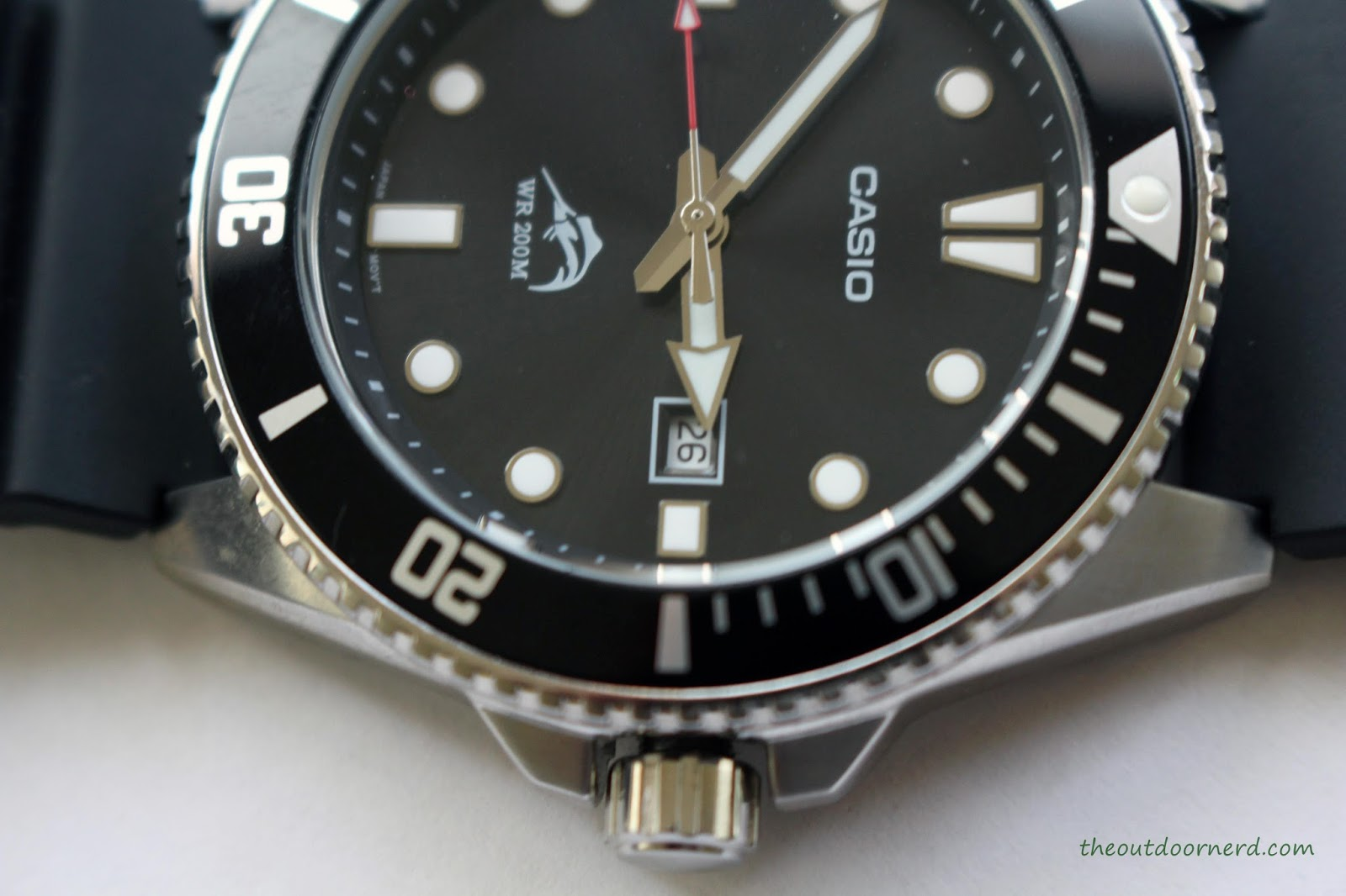 Casio MDV106-1A Diver's Watch: Closeup of Crown 2