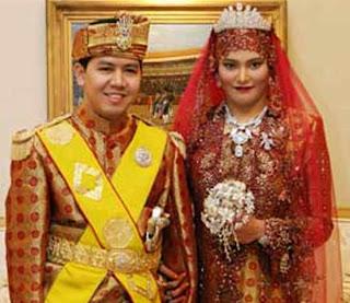 http://2.bp.blogspot.com/-P4iVTpJyIKc/UiX_RzwyAAI/AAAAAAAADIA/xSqmgCJIrcU/s1600/Richest+Women+of+World+Princess+Hajah+Majeedah+Nuurul+Bulqiah+of+Brunei.jpg