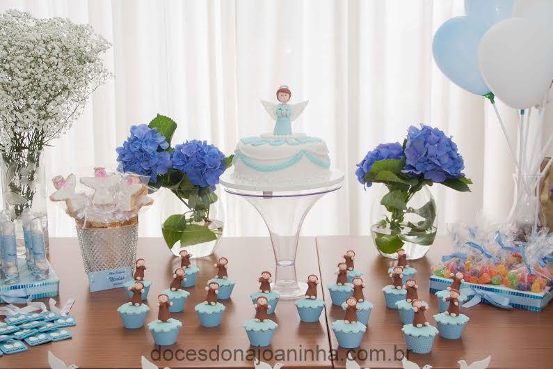 Festa de Batizado azul e branco - Mesa decorada