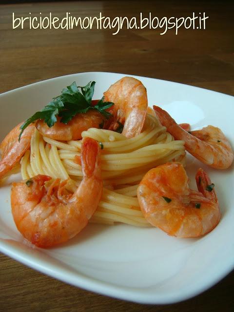 spaghettini con code di mazzancolle e pomodoro