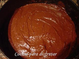 MOUSE DE CREMA CATALANA CON BROWNIE DE CHOCOLATE