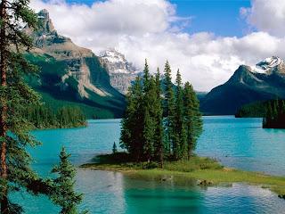 سبحان الله الخالق لجمال منظر الجنة maligne_lake.jpg