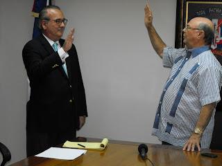 Hipólito Mejía juramenta en su equipo  al reputado  economista  Eduardo  Tejera